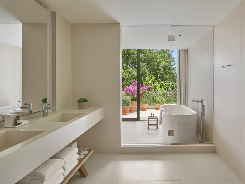 The luxe bathroom of a Premier Villa Suite