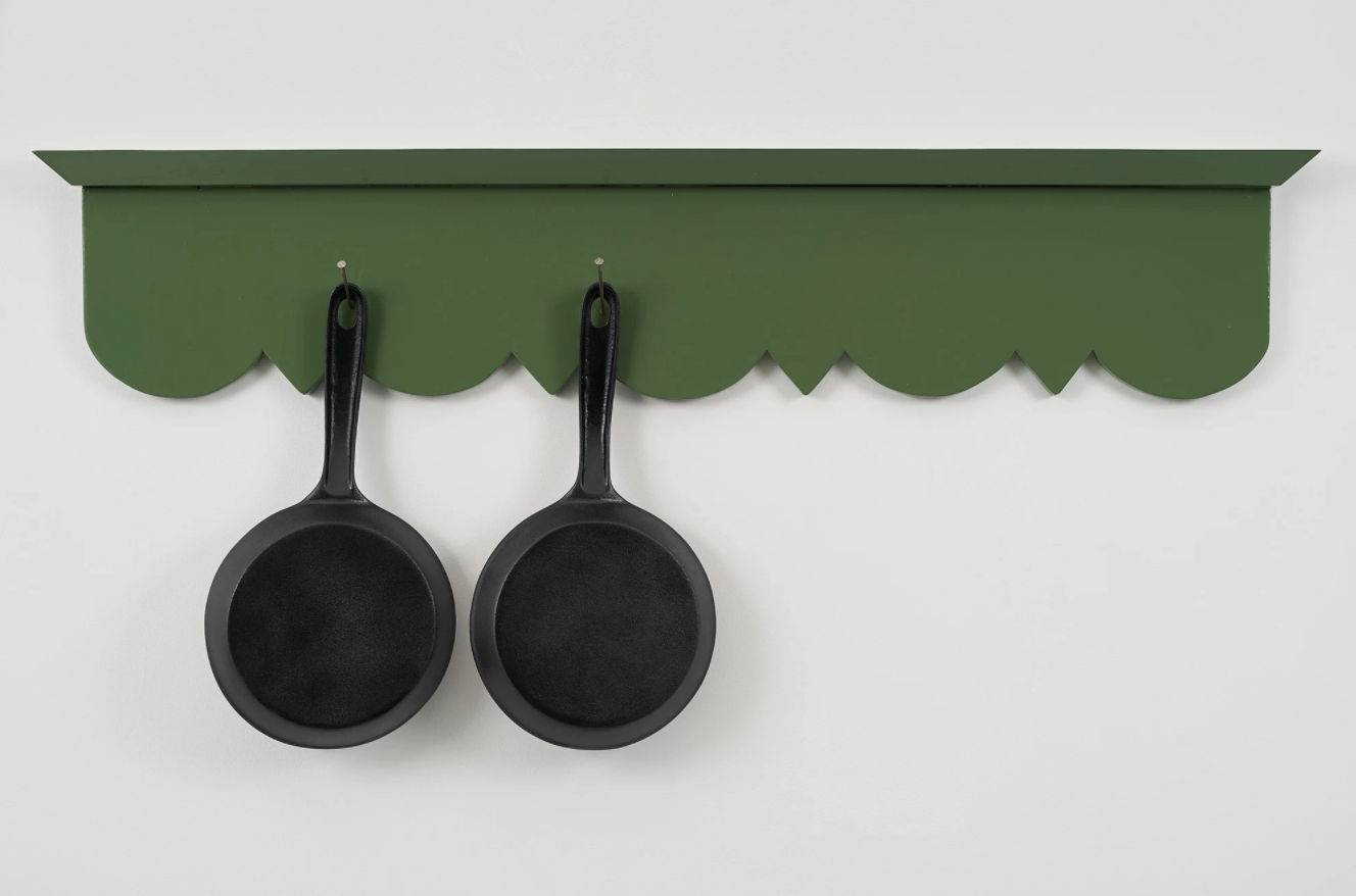 Robert Therrien, No title (hanging pans), 2019. Courtesy of Gagosian. Photo by Glen Cheriton.