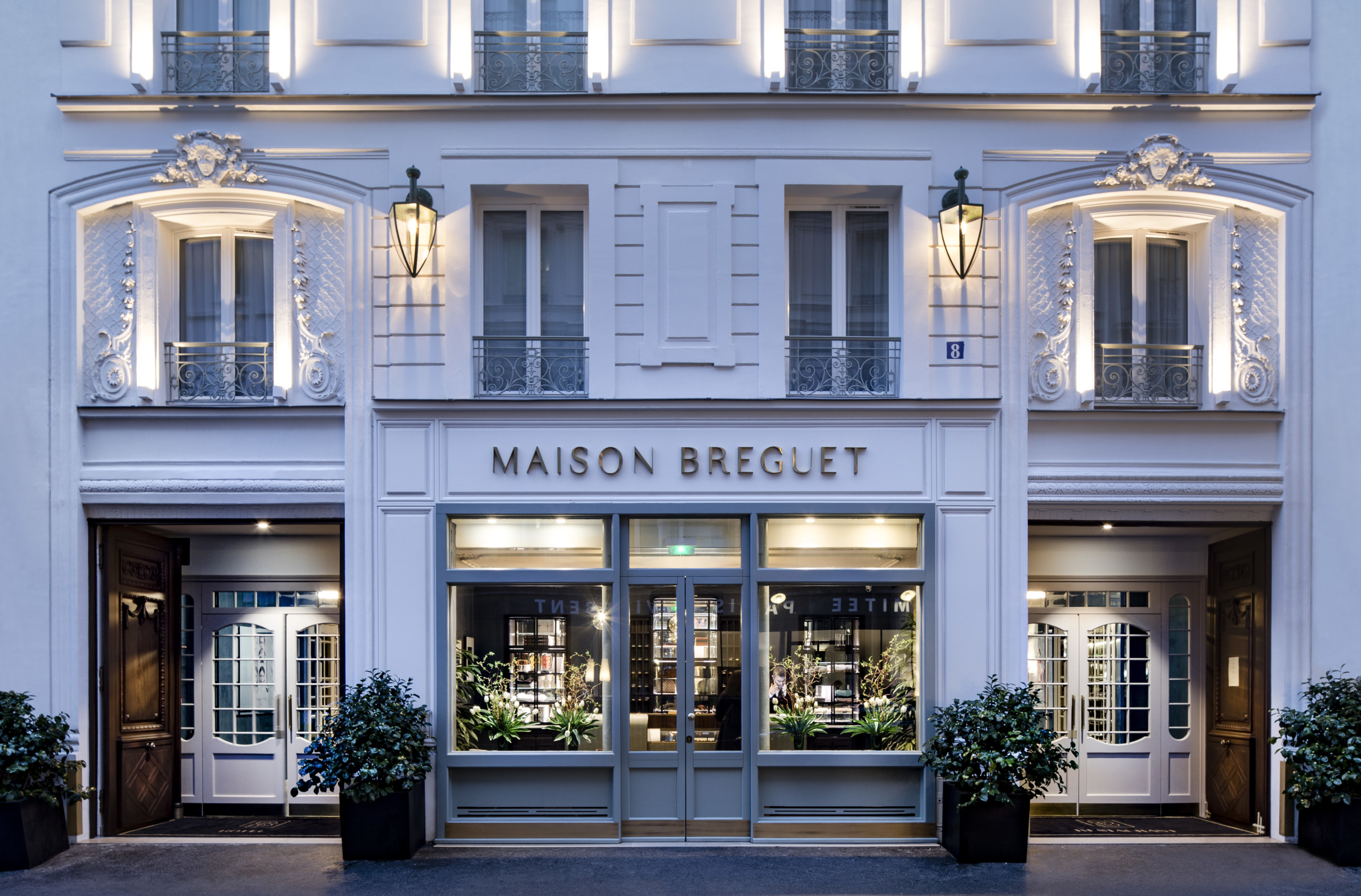 outside of maison. breguet hotel in paris