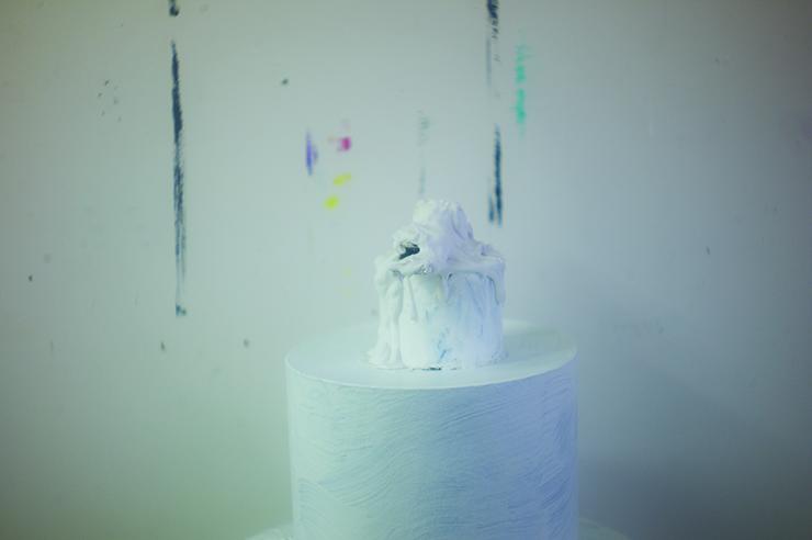 6_mann-2012-squat-white-sculpture-and-painted-edges