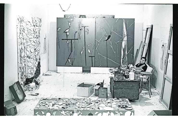 julian-schnabel-studio-with-plates-on-sofa-1b-1979